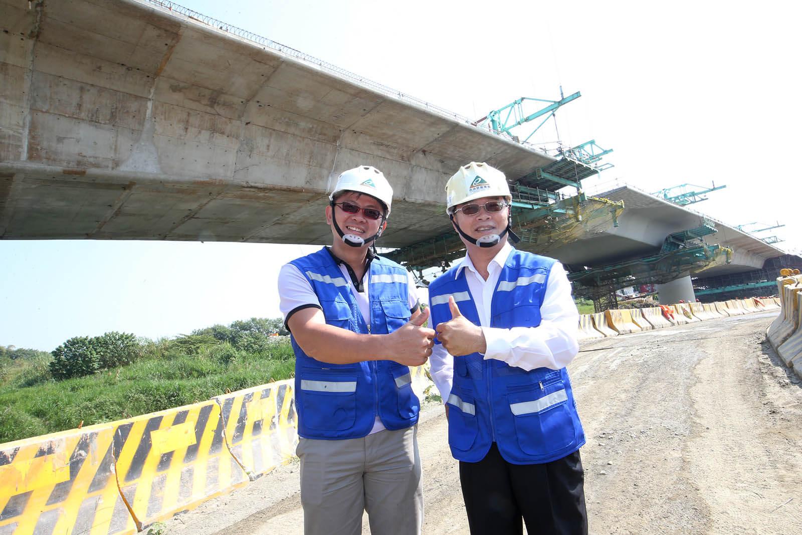 台中生活圈2號線環中路高架橋特別設計匝道垂直綠化牆面實景照片