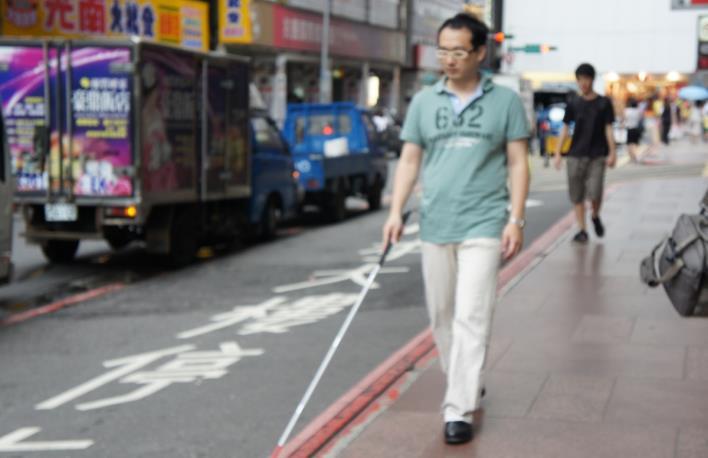 引導視障者行進之示意照片
