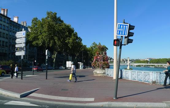 路口警示帶處理(里昂)