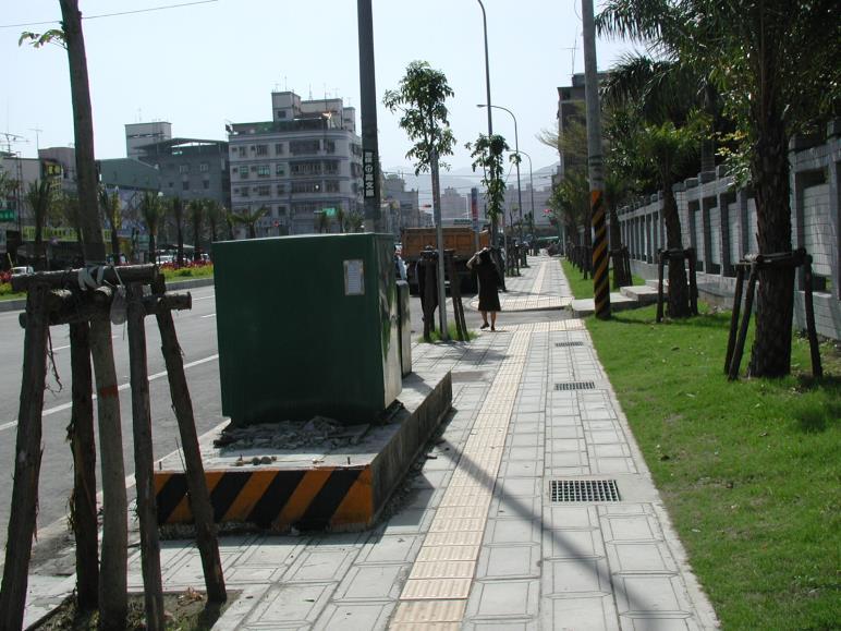 公共設施/設備底座影響人行空間
